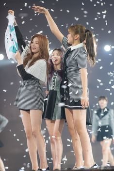 Yu Jin, Japanese Girl Group, Kim Min, Korean Music, The Wiz, Skater Skirt, Mini Skirts, Celebrities, Dresses