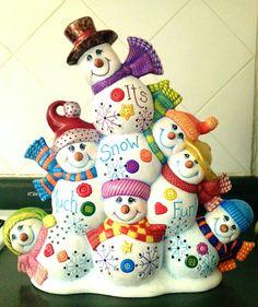 Lou Lou's snowmen Pottery Painting, Ceramic Painting, Snowman Decorations, Christmas Decorations, Christmas Snowman, Christmas Holidays, Crochet Wreath, Xmas Pictures, Ceramic Bisque