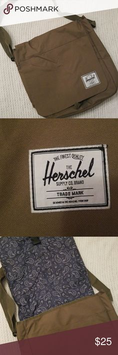 Herschel cross body messenger bag 👛👜 great for men or women! Nice Army green color! Excellent to be used for a backpack or computer bag. Two tiny marks on inside of bag, but still like new!! Herschel Supply Company Bags Crossbody Bags
