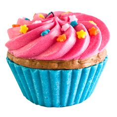 A Dylan's Candy Bar cupcake scented candle would make a cute gift for Hanukkah or Christmas! Candy Bar Gifts, Dylan's Candy, Candy Shop, Candles And Candleholders, Pink Candles, Candle Set, Homemade Candles, Scented Candles, Cupcake Candle