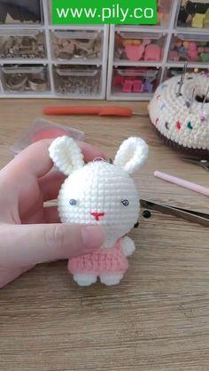 Diy Crochet Doll, Crochet Doll Tutorial, Easter Crochet, Cute Crochet, Irish Crochet Patterns, Crochet Patterns Amigurumi, Disney Crochet Patterns, Diy Gifts, Crochet Projects