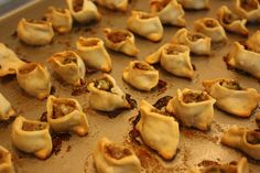 Armenian Manti Recipe: Baked, Open Dumplings with Lamb or Beef Try this delicious recipe for Armenian manti, baked little open dumplings stuffed with lamb or beef, and served with a yogurt sauce in broth. Armenian Manti Recipe, Armenian Recipes, Lebanese Recipes, Turkish Recipes, Greek Recipes, Armenian Food, Ethnic Recipes, Arabic Recipes, Asian Desserts