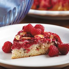 Try Raspberry Upside-Down Cake for a sweet and fruity dessert that satisfies. Fun to make and even more fun to eat!Drizzle butter in a round cake pan; sprinkle sugar over top. Potluck Desserts, Easy Desserts, Delicious Desserts, Yummy Food, Easy Sweets, Asian Desserts, Cupcake Recipes, Cupcake Cakes, Dessert Recipes