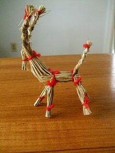DIY Make a Grass Reindeer. Pretty simple, really! Clever ornament idea for tree or gift topper..