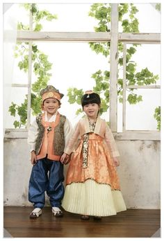 Korean Hanbok, Korean Dress, Korean Outfits, Korean Traditional Dress, Traditional Fashion, Traditional Dresses, Asian Kids, Asian Babies, Asian Fashion