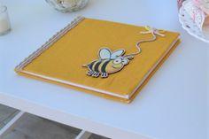 βιβλιο ευχων βάπτισης με θέμα τη μέλισσα
