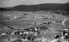 Hedmark fylke Tynset kommune flyfoto med kirken Utg Widerøe 1953