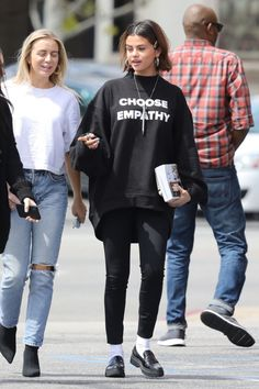 Selena Gomez Out for Lunch in Studio City 03/25/2018. Celebrity Fashion and Style | Street Style | Street Fashion