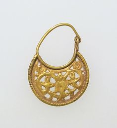 GOLD LUNATE EARRING WITH SCROLLS 6TH-7TH CENTURY AD