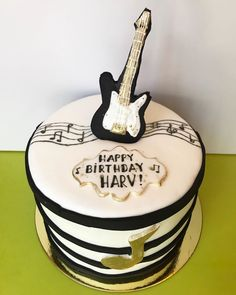 Had fun making this birthday cake for a musician! Pastry Art, Pastry Chef, La Eats, Chocolate Sweets, How To Make Cake, Cake Decorating, Vanilla, Birthday Cake, Music