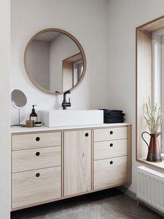 Plywood kitchen and bathroom inspiration – Urbansize Ikea Kitchen Cabinets, Bathroom Cabinetry, Bathroom Renovations, Timber Kitchen, Plywood Kitchen, Minimal Bathroom, Simple Bathroom, Bad Inspiration, Bathroom Inspiration