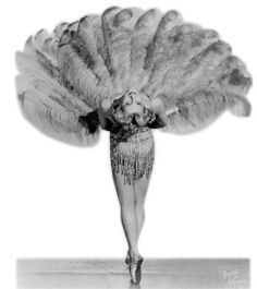 Sally Rand was a burlesque dancer and actress most famous for her ostrich feather fan dance and balloon bubble dance. Vintage Circus Costume, Burlesque Vintage, Burlesque Show, Burlesque Costumes, Vintage Costumes, Cabaret, Busby Berkeley, Folies Bergeres, Pin Up