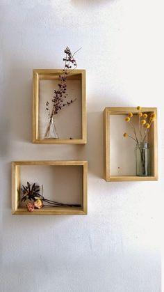 Nichos com flores são uma boa ideia para ambientes pequenos e que ausentam de decoração.