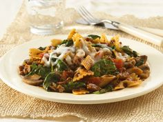 Vegetarian Italian Pasta Skillet Dinner..Love this recipe, but I leave out the soy crumbles...Less than 350 calories for the whole meal! Veggie Pasta, Pasta Salad, Skillet Dinners, Vegetarian Italian, Vegetarian Pasta Recipes, Soup Recipes, Ww Recipes, Dinner Recipes, Delicious Recipes