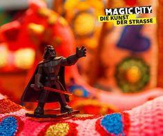"""Das Imperium empfiehlt: Ab 13. April wird der Ausstellungssommer im Olympiapark München mit """"Magic City - Die Kunst der Straße"""" spektakulär fortgesetzt. Freut Euch auf """"Deutschlands verrückteste Ausstellung"""" (View) mit Werken von Banksy, Blek Le Rat, ROA, Tristan Eaton und über 60 weiteren weltbekannten Urban-Art-Künstlern. Dazu gibt es ein umfangreiches Begleitprogramm mit Workshops, Vorträgen und Events. So eine Ausstellung habt Ihr noch nie erlebt! #tshirt #fashion #cosplay #gaming…"""