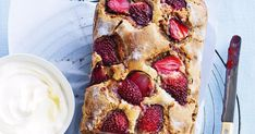 Raspberry and coconut cake is part of Coconut cake Love you long time Laksa, tom kha soup and the piña colada are just a few of my favourite coconutty things, and now the coconut is having its mom - Baking Recipes, Cake Recipes, Dessert Recipes, Coconut Recipes, Dinner Recipes, Cupcakes, Cupcake Cakes, Raspberry And Coconut Cake, Coconut Milk