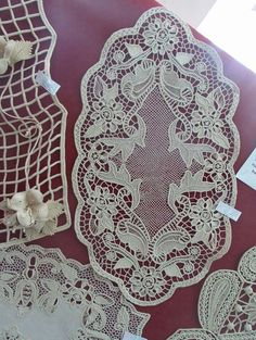 Contemporary Decorative Art, Romanian Lace, Family Drawing, Point Lace, Linens And Lace, Needle Lace, Lace Flowers, Sewing Hacks, Crochet Lace