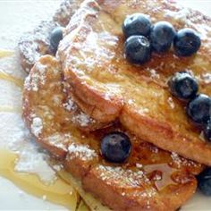 Fluffy French Toast Recipe- I made this & it was one of the best french toast recipes that I've ever made! I used brown sugar instead of white. Breakfast Desayunos, Breakfast Dishes, Breakfast Items, Healthy Breakfast Recipes, Brunch Recipes, Sweet Recipes, Healthy Food, Fluffy French Toast, Best French Toast