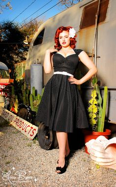 I'm not sure if I could pull this off, but lately I have this thing for 50's / rockabilly dresses.