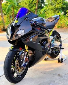 Bike Bmw, Motorcycle Dirt Bike, Moto Bike, Triumph Motorcycles, Cool Motorcycles, Kawasaki Motorcycles, Moto Wallpapers, Bmw Sport, Motorcycle Wallpaper