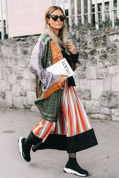 Sock sneakers are the sporty, trendy shoes for men and women: styling tips and 21 outfits - sock sneaker trend shoes women black balenciaga skirt dress - Paris Street Fashion, Street Style Fashion Week, Look Street Style, Rock Dress, Fashion Weeks, Fashion Tips, Fashion Trends, Fashion 2018, Latest Fashion