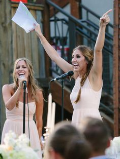 This is how it's done! :)  Sisters Bring Down The House With Legendary Maid Of Honor Toast