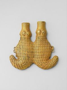Double Crocodile Pendant, 19th-20th century, Côte d'Ivoire. Gold. The Metropolitan Museum of Art, New York. The Michael C. Rockefeller Memorial Collection, Bequest of Nelson A. Rockefeller, 1979 (1979.206.151).