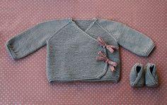 Une jolie petite brassière, à partir du Lil Kimonos pattern by Lili Comme Tout, qui se tricote en 4 mm et coûte >4€