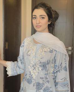 Simple Pakistani Dresses, Pakistani Fashion Casual, Pakistani Bridal Dresses, Pakistani Dress Design, Pakistani Outfits, Muslim Fashion, Stylish Dresses For Girls, Stylish Dress Designs, Frocks For Girls