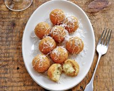 Potato Croquettes & many other potato recipes Tapas, Potato Croquettes, Croquettes Recipe, Potato Puffs, Churros, A Food, Food And Drink, Food Mills, How To Cook Potatoes