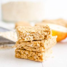 healthy oat bars, apple pie flavour an easy granola bar recipe, oat flapjacks are perfect for kids toddlers and baby led weaning #granola bar #snackattack #babyledweaning