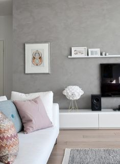 Beton Look durch spezielle Wandfarbe. Verleiht dem Raum eine warme Ausstrahlung
