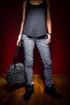 pantalon jeans slim bicolore à motifs noirs et blancs