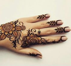 Floral henna design, perfection tbh