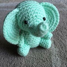 Amigurumi elephant in aqua. (Inspiration).