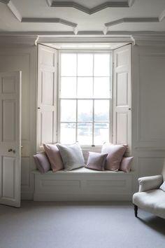 window nook seat | interior design + decorating ideas
