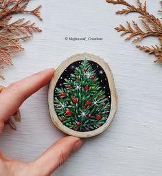 27 Ideas for birch tree painting diy christmas ornament Christmas Rock, Magical Christmas, Rustic Christmas, Christmas Projects, Holiday Crafts, Painted Christmas Ornaments, Wooden Ornaments, Hand Painted Ornaments, Homemade Ornaments