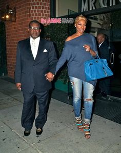 Greg & NeNe Leakes Dine in Beverly Hills, Gabrielle Union & Heat Women Share Yacht Life + Boris Kodjoe Brings Family to 'Madagascar' Premiere- http://getmybuzzup.com/wp-content/uploads/2014/04/272874-thumb-810x1024.jpg- http://getmybuzzup.com/greg-nene-leakes-dine-beverly-hills-gabrielle-union-heat-women-share-yacht-life-boris-kodjoe-brings-family-madagascar-premiere/- By thejasminebrand Real Housewives of Atlanta couple Gregg and NeNe Leakes leave Mr. Cho