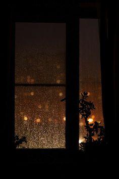 Rainy Day Photography, Rain Photography, Cozy Aesthetic, Night Aesthetic, Rainy Wallpaper, Wallpaper Backgrounds, Rainy Night, Rainy Days, Aesthetic Backgrounds