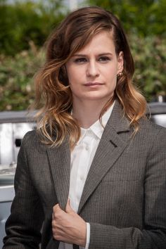 Style crush: Christine and the Queens. Christina And The Queens, Drawing Pics, Big Crush, Her Music, Pictures To Draw, Tomboy, Spring Outfits, Style Icons, Custom Design