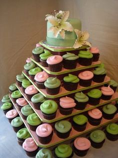 Cupcake tower Diy Awesome the original Cupcake Tree Square Holds Up to 100 Cupcakes. Cupcake Tower Stand, Cupcake Tier, Cupcake Stand Wedding, Cupcake Display, Cupcake Cakes, Cup Cakes, Buttercream Cupcakes, Green Cupcakes, Fun Cupcakes