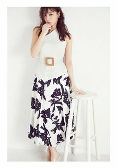 Lady, Floral, Womens Fashion, Skirts, Fashion Ideas, Florals, Women's Fashion, Skirt