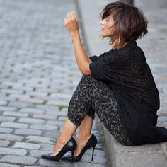 OOTD is Babioles de Zoe! Submit your OOTD at ootdstorecom by ootdsubmit - Black Haircut Styles Pretty Hairstyles, Bob Hairstyles, Short Hair Cuts, Short Hair Styles, Black Haircut Styles, Mode Lookbook, Corte Y Color, Great Hair, Hair Today