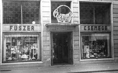 """A """"nagycsemege"""" emblémájára sokan emlékeznek (Forrás: Régi Pécs Facebook) Old Pictures, Historical Photos, Hungary, Budapest, Broadway Shows, Memories, Facebook, Retro, Historical Pictures"""