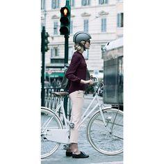 Die luxuriöse, matte Version des Helms mit aufwendigeren Materialien bei der Oberfläche der Polster sowie einem... - Fahrradhelm Carrera Premium