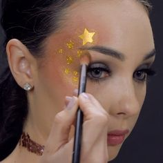What's Makeup ? What's Makeup ? In general, what is makeup ? Star Makeup, Makeup Art, Coachella Make-up, Make Carnaval, Glitter Makeup Looks, Beauty Make-up, Beauty Style, Rave Makeup, Creative Makeup Looks