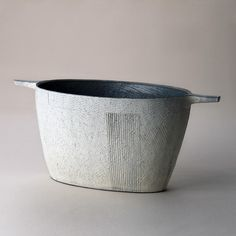 Yuiichi Chiba Flower Vase Asa no Hikari Stoneware click the image or link for more info. Ceramic Clay, Porcelain Ceramics, Ceramic Bowls, Ceramic Pottery, Pottery Art, Pottery Ideas, Japanese Ceramics, Japanese Pottery, Earthenware