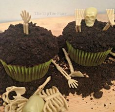 Halloween Treats - Boneyard Cupcakes from The TipToe Fairy