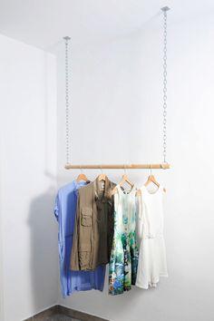 Garment rack diy inspiration for baby boutiqe diy clothes rack. Hanging Clothes Rail, Diy Clothes Hangers, Hanging Bar, Hanging Racks, Hanging Wardrobe, Wardrobe Rack, Ideas Cabaña, Garment Racks, Diy Interior