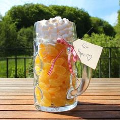 Prepare a Glass Cup, then Fill it with the Ginger-Lemon Fruit Gums and Marshmallows You Will Get a Cool Gift Homemade Christmas Gifts, Xmas Gifts, Homemade Gifts, Craft Gifts, Diy Gifts, Christmas Diy, Xmas Presents, Craft Beer, Diy Birthday